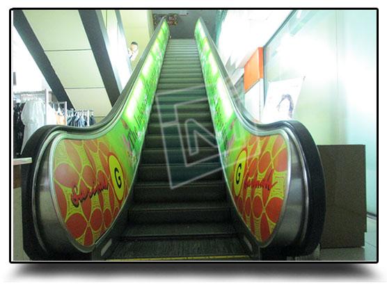 Pemasangan Sticker Escalator Mall Sarinah