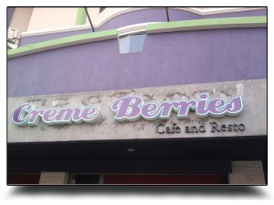 letter sign creme berries